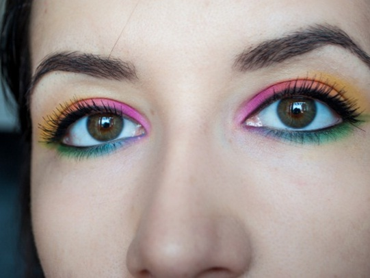 Wear some colorful eye makeup
