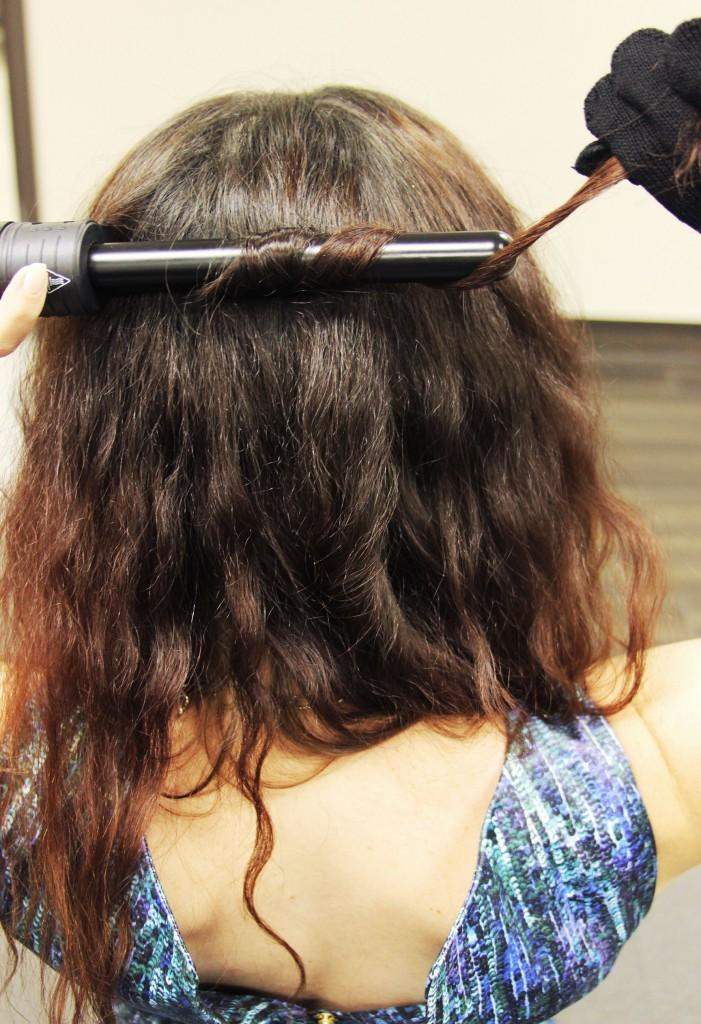 Curling hair with the Lionesse 4P Curling Iron