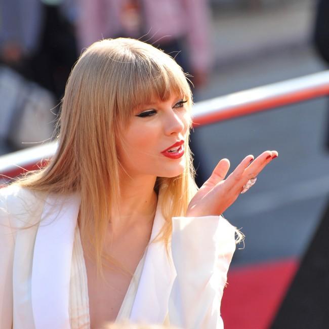 Media Shelf Get Taylor Swift S Newest Looks