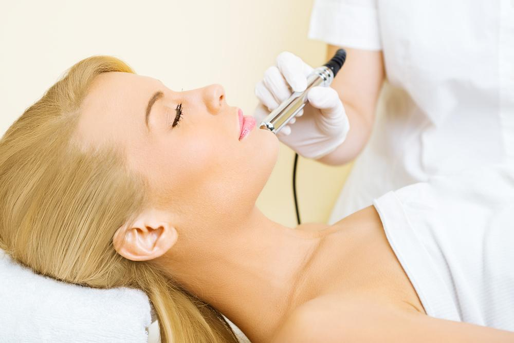 Woman getting a microdermabrasion treatment