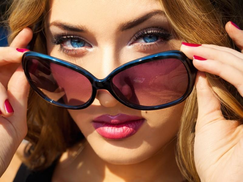 Beautiful woman wearing sunglasses.