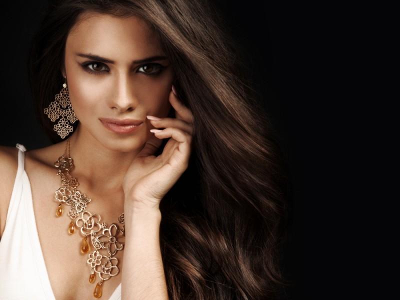 Woman wearing stylish jewelry