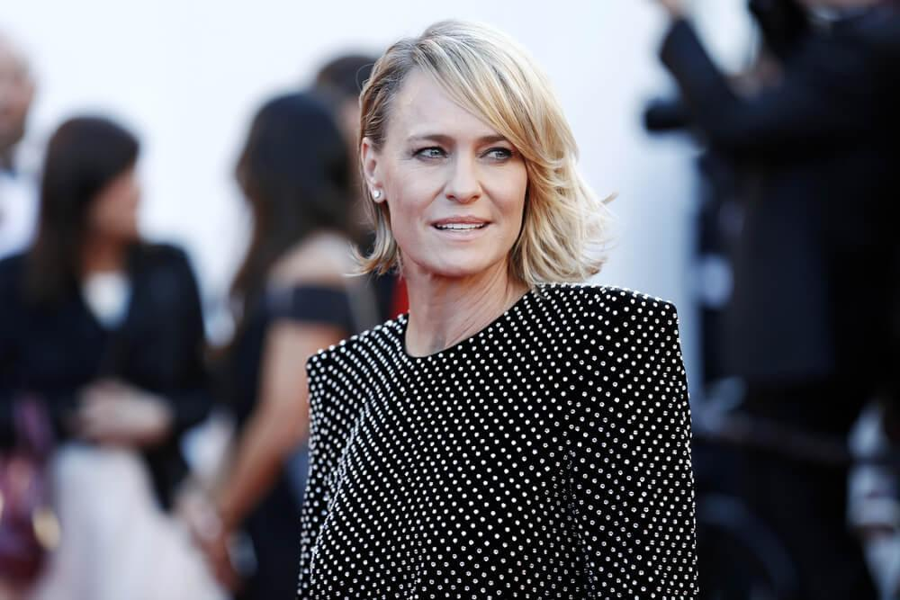 CANNES, FRANCE - MAY 17: Robin Wright attends the 'Ismael's Ghosts' premiere and Opening Gala during the 70th Cannes Film Festival on May 17, 2017 in Cannes, France.